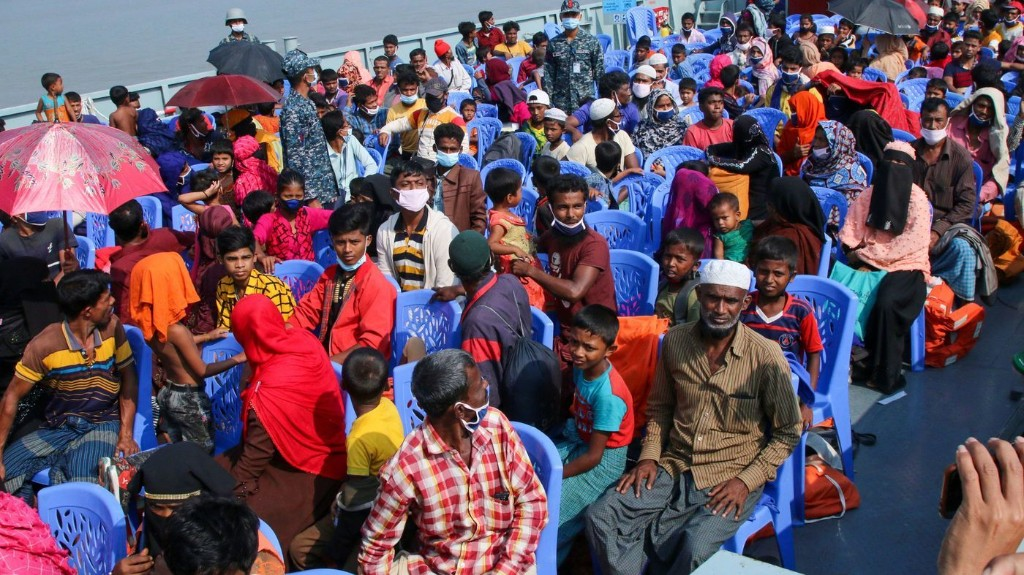 Bangladesh Begins Moving Displaced Rohingya Muslims To Island