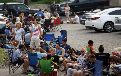 5-Hour Line Turns Barbecue Pilgrims Into Cash Cow For Locals