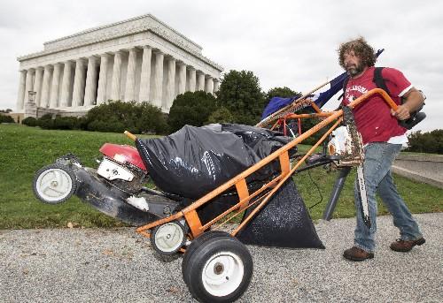 To Help During Shutdown, Man Mows Lawn Around Lincoln Memorial