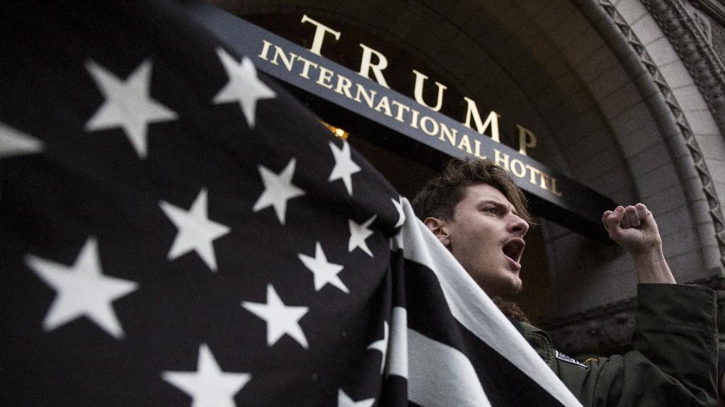 News/Politics/Trump - Cover