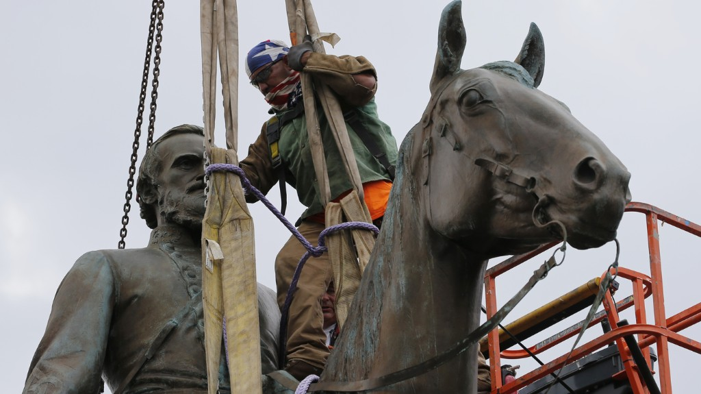 Richmond, Va., Mayor Orders Emergency Removal Of Confederate Statues