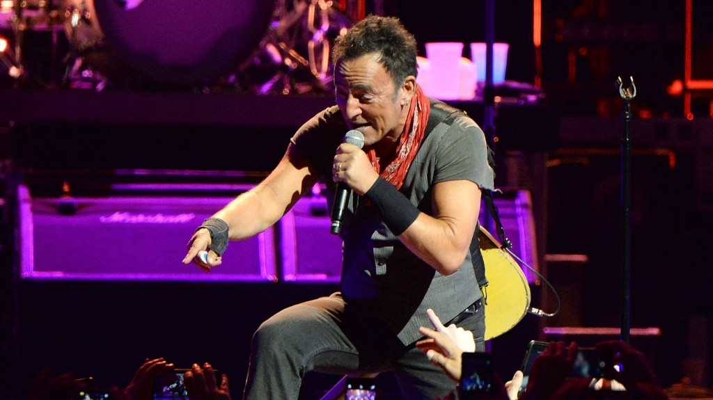 Bruce Springsteen's Tribute To Prince Is A Lesson In Public Mourning