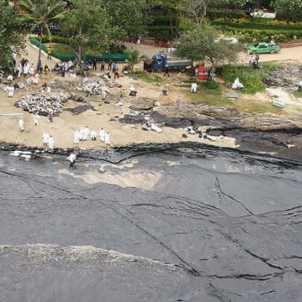 Thai Oil Spill Forces Evacuation