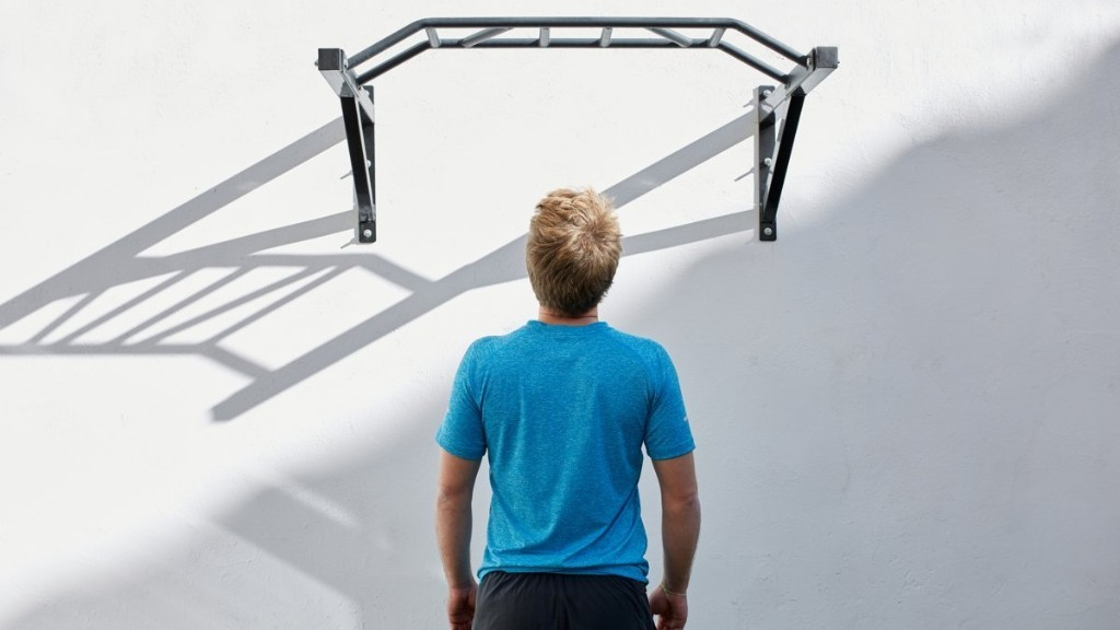 How to Use a Pull-Up Bar for a Full-Body Workout