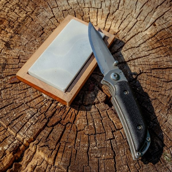 The Right Way to Sharpen Your Pocketknife