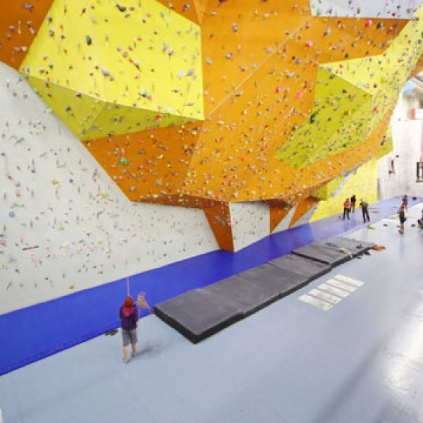Woman Dies in Fall at Dallas Climbing Gym