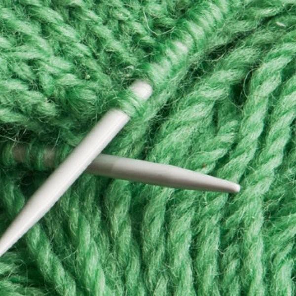 Man Sets Knitting-While-Running Record