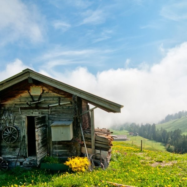 What Are Some Inn-to-Inn Hikes in the Swiss Alps?