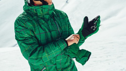 How to Care for and Store Your Ski Gloves Until Next Winter