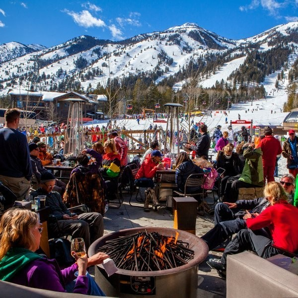The Best Après Ski Clothing to Pack for Your Next Trip