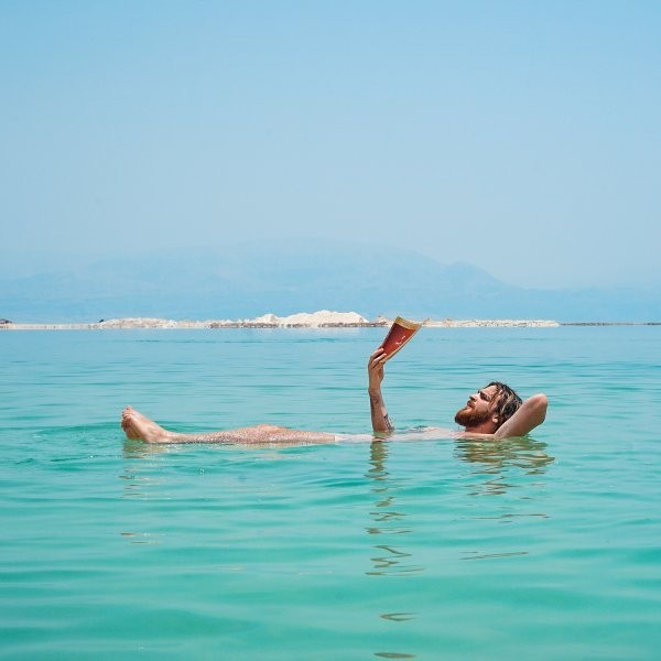 7 New and Unconventional Beach Reads