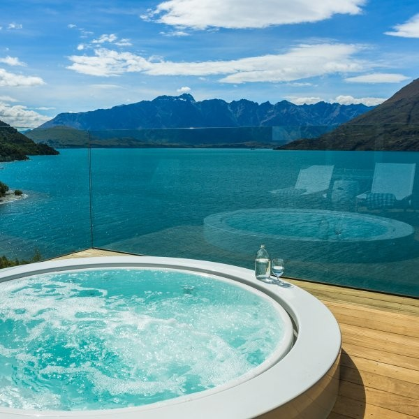 The 8 Most Spectacular Hot Tubs in the World