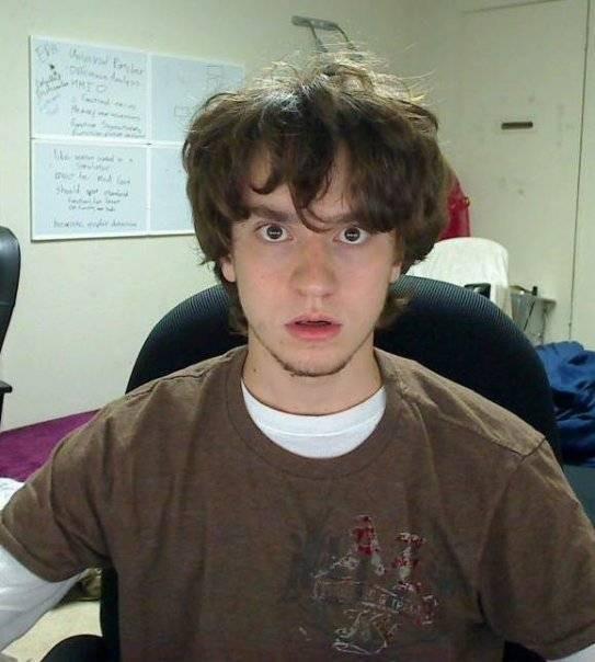 17岁破解iPhone,21岁引发黑客大战,26岁挑战特斯拉,他把人生过成了传奇-PingWest 品玩