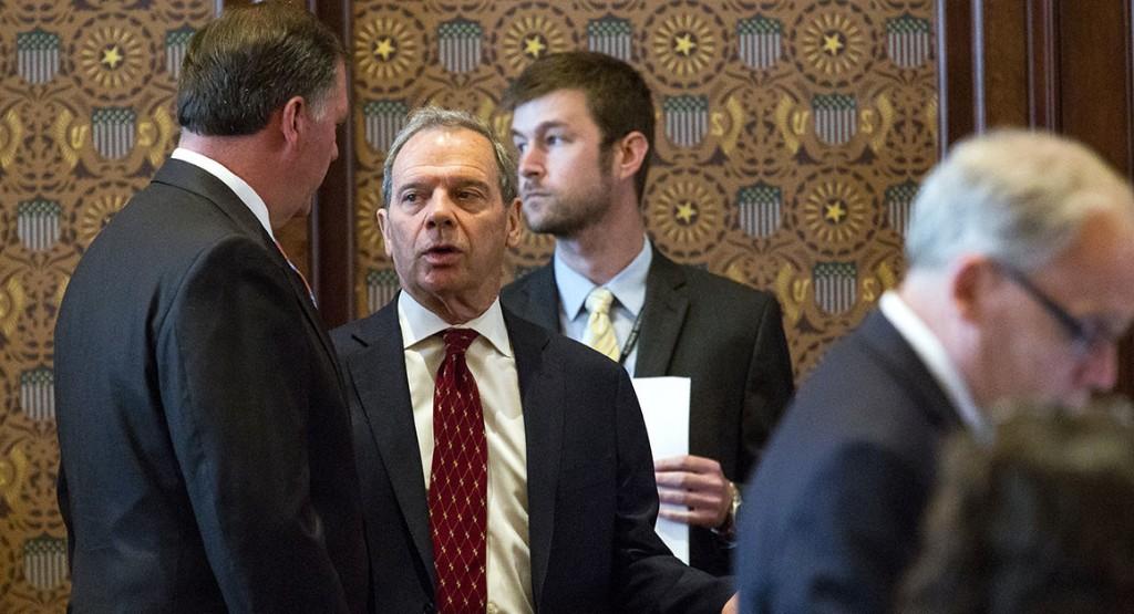 Rauner vetoes budget in Illinois showdown