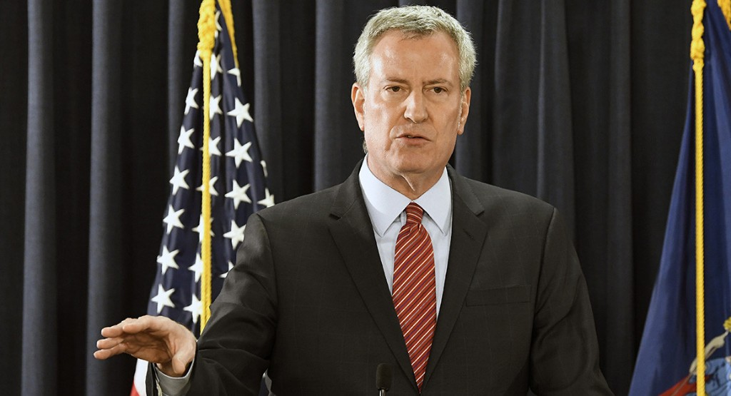 De Blasio calls out violence, Cuomo embraces reform of police law in wake of chaotic NYC protests