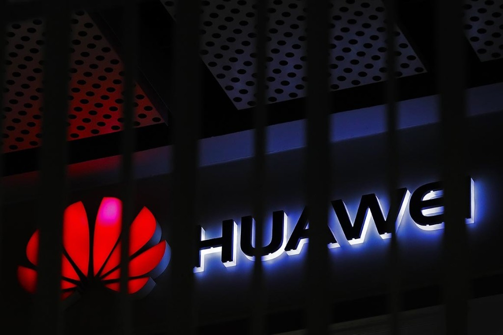 FCC votes to edge Huawei, ZTE out of U.S. networks