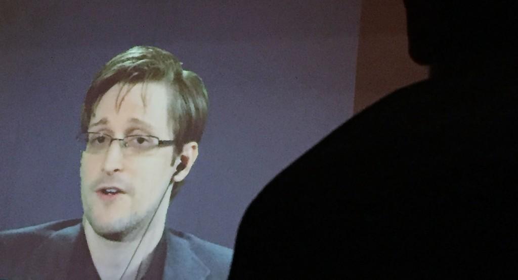 Edward Snowden weighs in on DNC leak