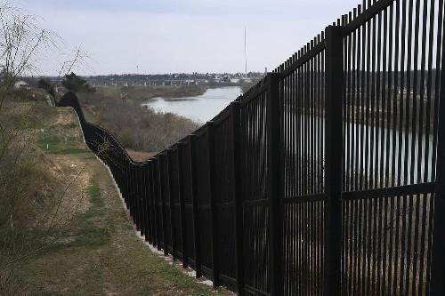 Judge rebuffs Trump administration over border wall funding