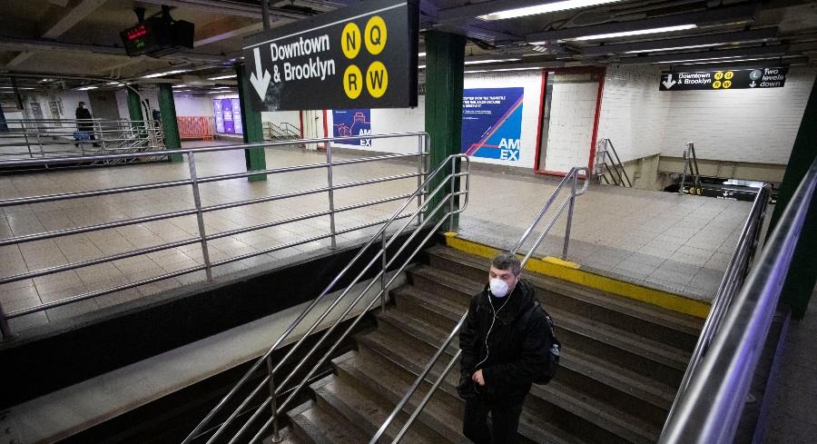 De Blasio: MTA isn't telling the 'whole truth' on subway overcrowding