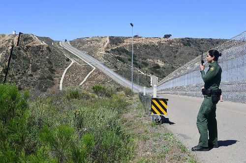 Pentagon awaits new orders for more border troops