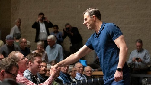 Town hall crowd commends Amash for standing up to Trump