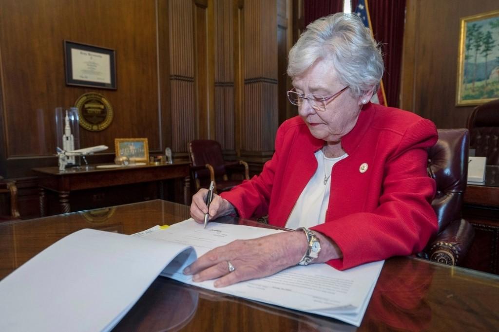 Federal judge blocks Alabama's near-total abortion ban