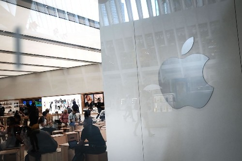 Liberals, conservatives hammer Apple for removing Hong Kong app
