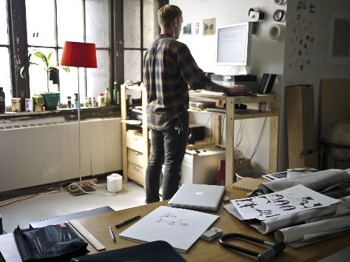 There's Not Much Evidence That Standing Desks Benefit Your Health