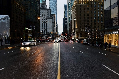 Self-driving cars, like us, struggle turning left