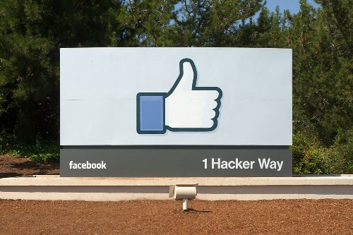 Like-Fueled Algorithm Knows Facebook Users Better Than Their Family