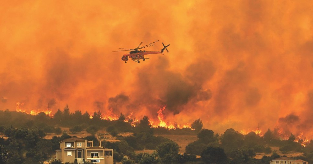How aerial firefighters battle blazes from the skies