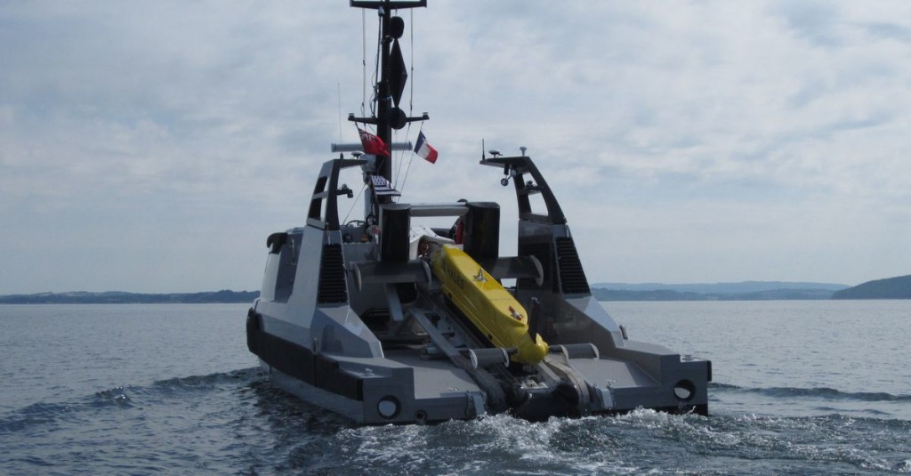 This robotic maritime bomb squad keeps humans a safe distance away