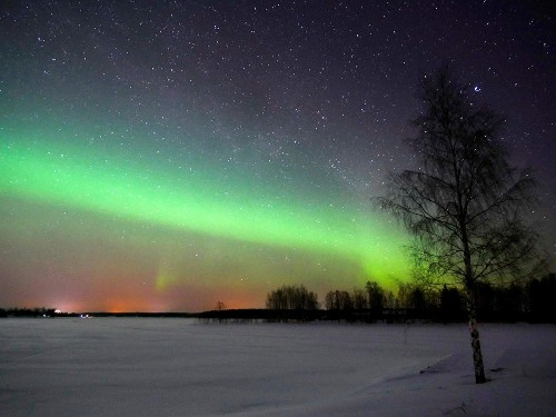 Will Earth's shifting magnetic poles push the Northern Lights too?