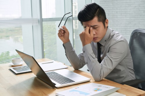 How to prevent eye strain when you stare at screens all day