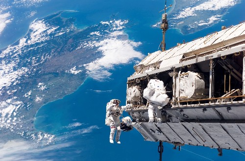No one knows what to do with the International Space Station
