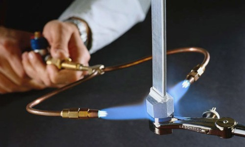 This Portable Blowtorch Uses Only Water As Fuel