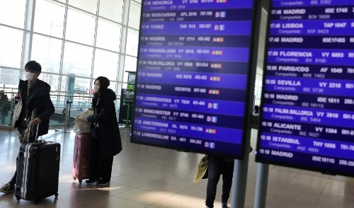 Banning travel is not the best way to contain the coronavirus, Ebola expert says