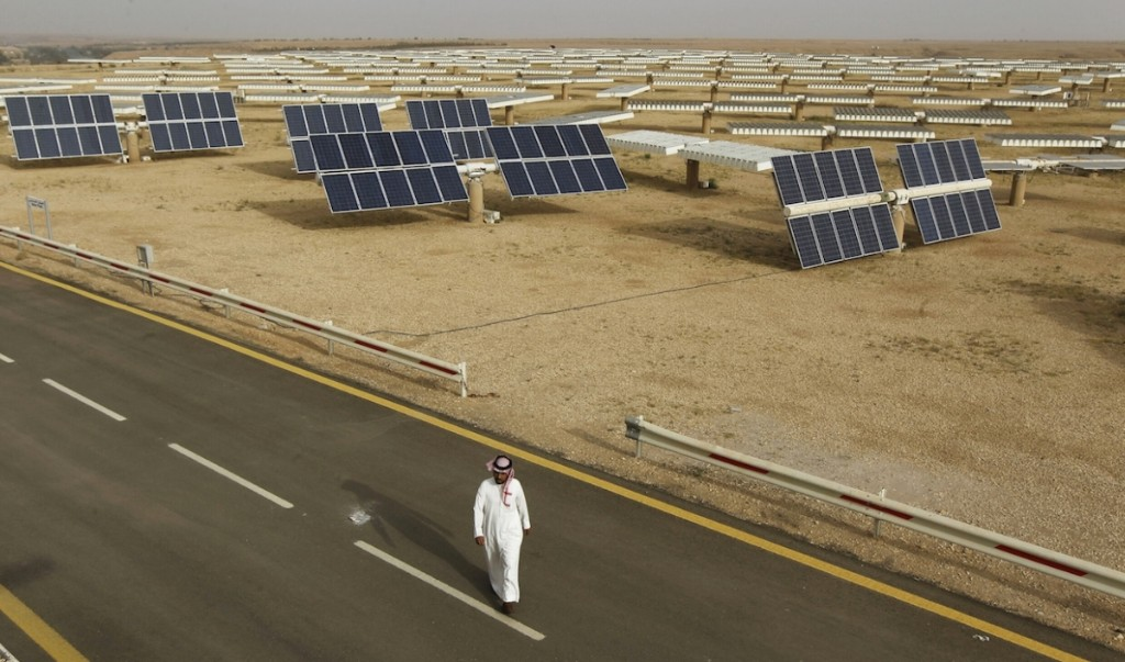 World's biggest oil exporter Saudi starts hunt for solar and wind firms