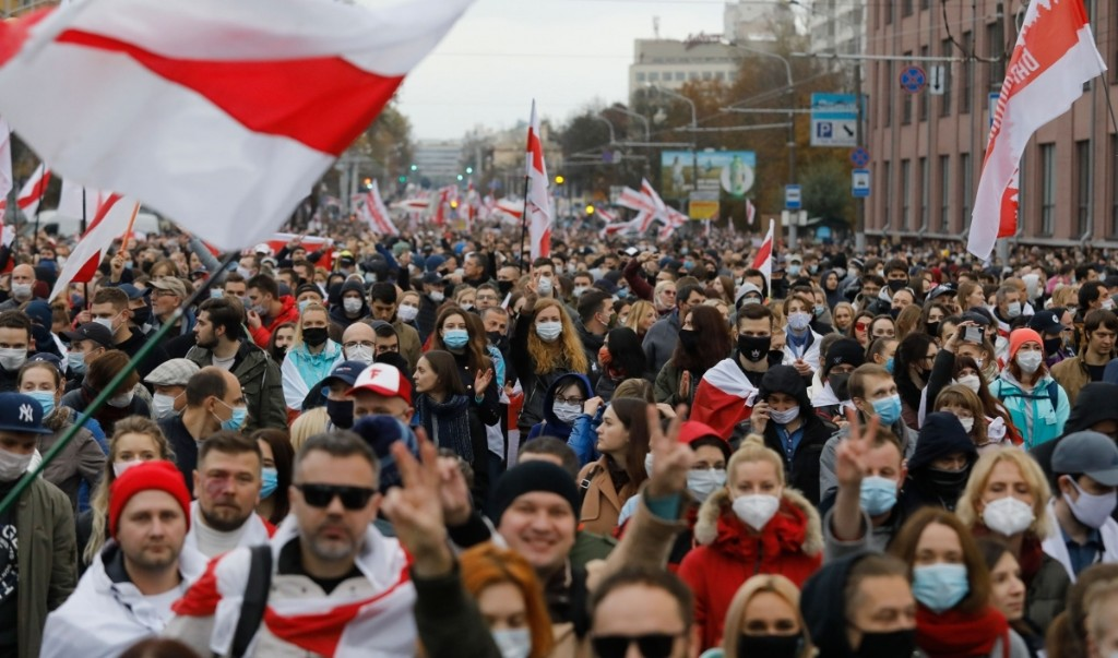 Belarusians call Lukashenko's bluff, go on strike; France recalls ambassador from Turkey; Chileans vote for new constitution