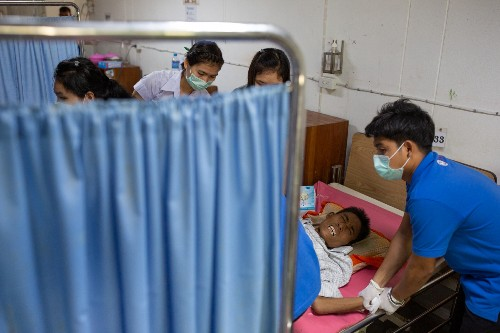 With less foreign aid, Thai clinic struggles to serve migrants and refugees from Myanmar