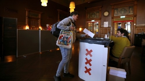 In upset, Dutch Labour party trumps populists in European vote