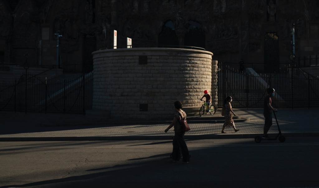 A coronavirus outbreak threatens Catalonia's vital tourism industry