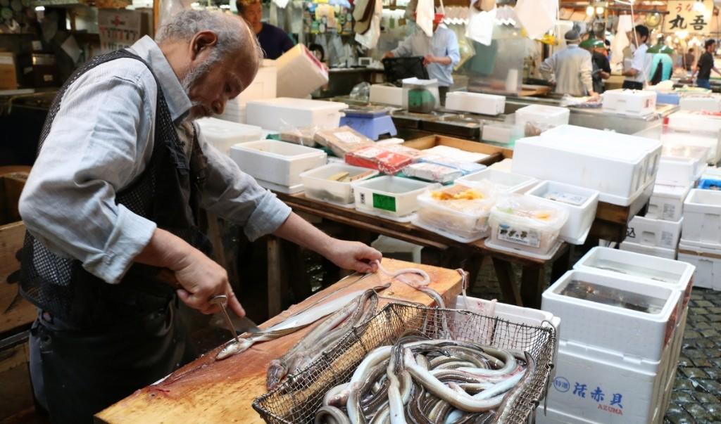 Sadness prefaces the closing of the world's biggest fish market, Tokyo's Tsukiji