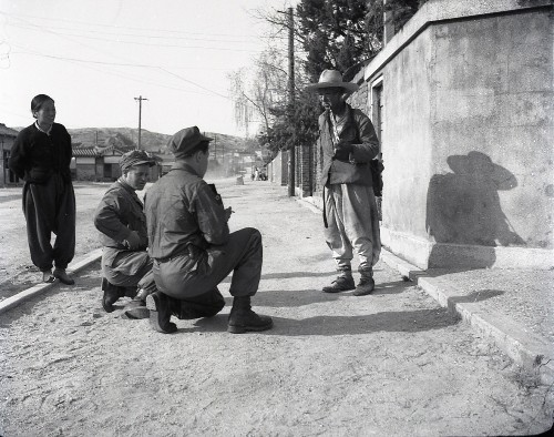 Scenes from Seoul unearthed in unpublished collection of Korean war-era photos