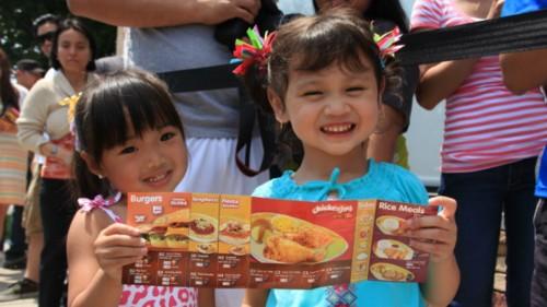 Jollibee fast food brings taste of Philippines to diaspora