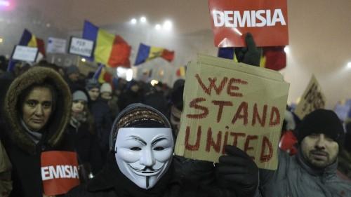 Romanian protests continue despite government retreat