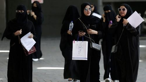 Saudi Arabia grants women permission to apply for passports