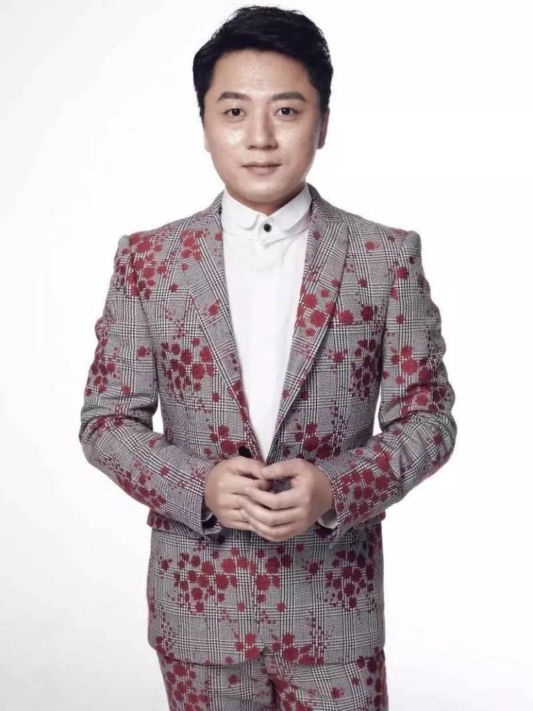 杨 - Magazine cover