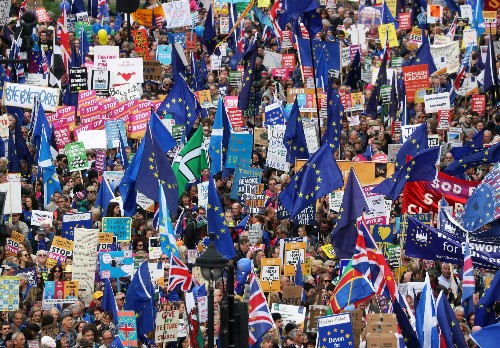 Hundreds of thousands march in London for new Brexit referendum