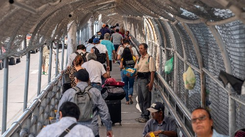 The share of the global migrant population forced to leave their homes is growing